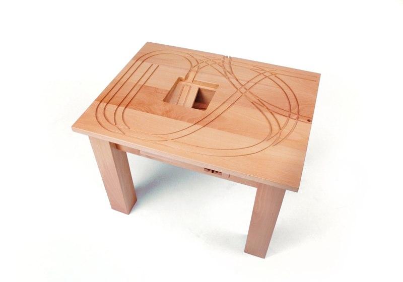 Schon Für Alle Kleinen Und Grossen Liebhaber Der Guten Alten Holzeisenbahn Gibt  Es Beispielsweise Den Wunderbaren (Spiel )Tisch U201cTreintafelu201d.