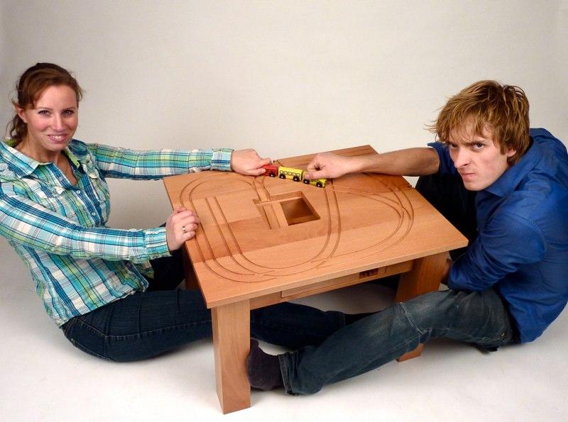 Treintafel entstand in Zusammenarbeit von Tomm Velthuis und  Charlotte Beer von Destino Design Meubels