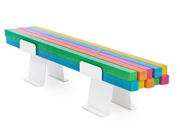 Farbenfrohe Bank der Designer Fagerström und Abrahamsson (Quelle: www. furnizoom.com)