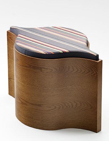 Elegant und vielfach kombinierbar: Flosion Stool von Amy Tang (Quelle: http://www.woodmark.com.au)