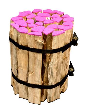 Eine zündende Idee: Hocker aus Holzscheitern (Quelle: http://www.ikaruscrew.com)