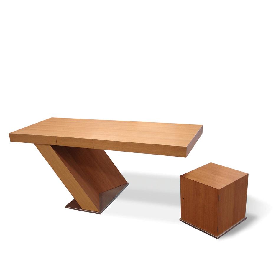 Schreibtisch und Container von Franz Bolle